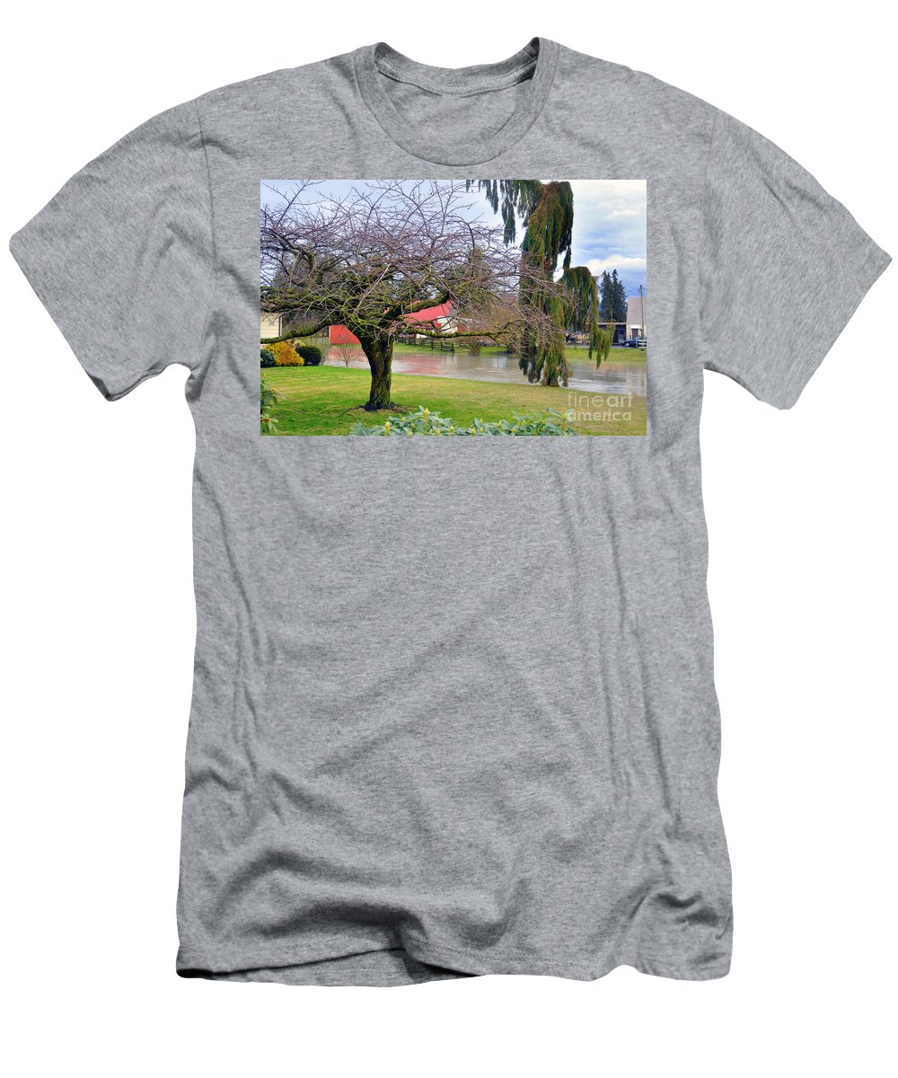 Clay Men's T-Shirt (Athletic Fit) featuring the photograph Out Of The Banks by Clayton Bruster