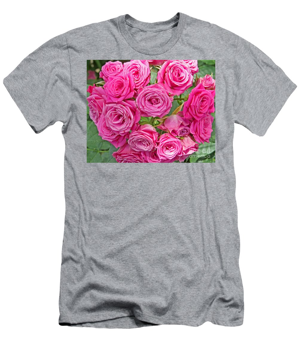 Flower Men's T-Shirt (Athletic Fit) featuring the photograph Pink Rose Bouquet by Dawn Gari