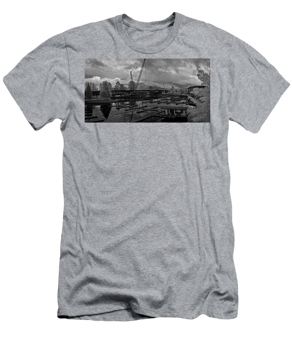 Infrared Men's T-Shirt (Athletic Fit) featuring the photograph Sandpoint Marina And Byway by Lee Santa