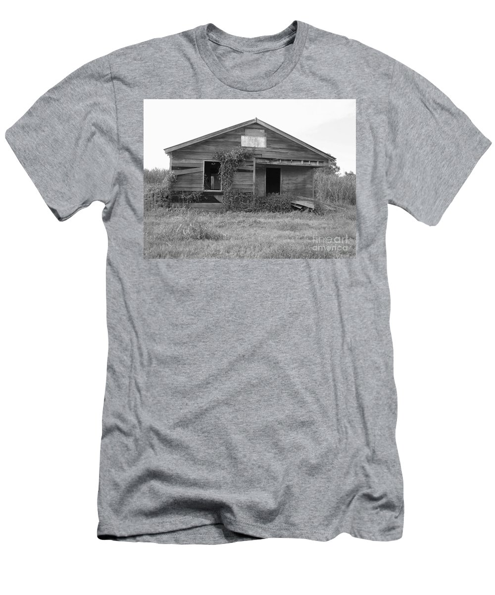 Black And White Men's T-Shirt (Athletic Fit) featuring the photograph Shack Barn by Michelle Powell