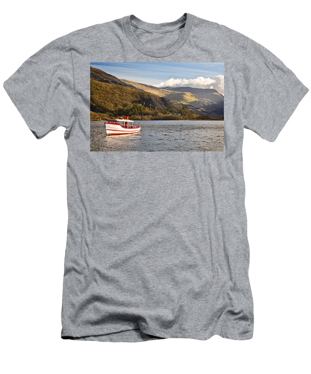 Snowdonia Men's T-Shirt (Athletic Fit) featuring the photograph Snowdon Star by Dave Bowman