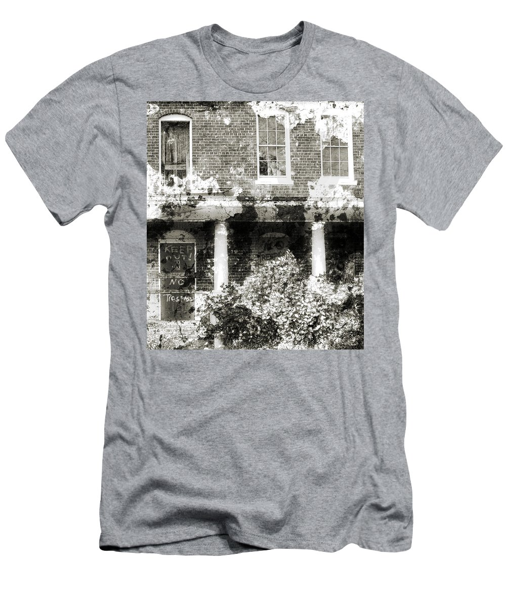 Haunting Men's T-Shirt (Athletic Fit) featuring the photograph Solitary by Richard Rizzo