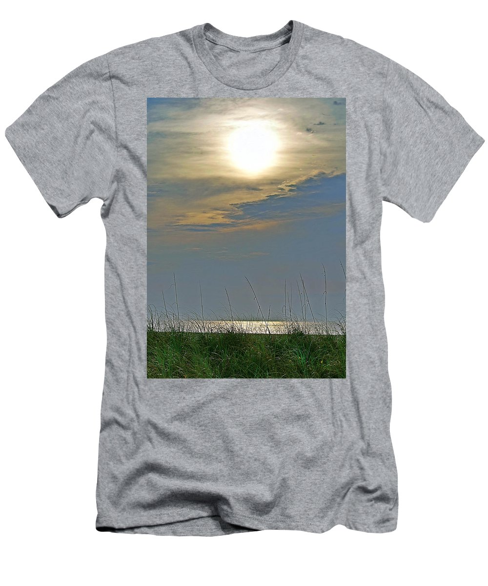 Fort Pierce Men's T-Shirt (Athletic Fit) featuring the photograph Sunglare by Bruce Roker
