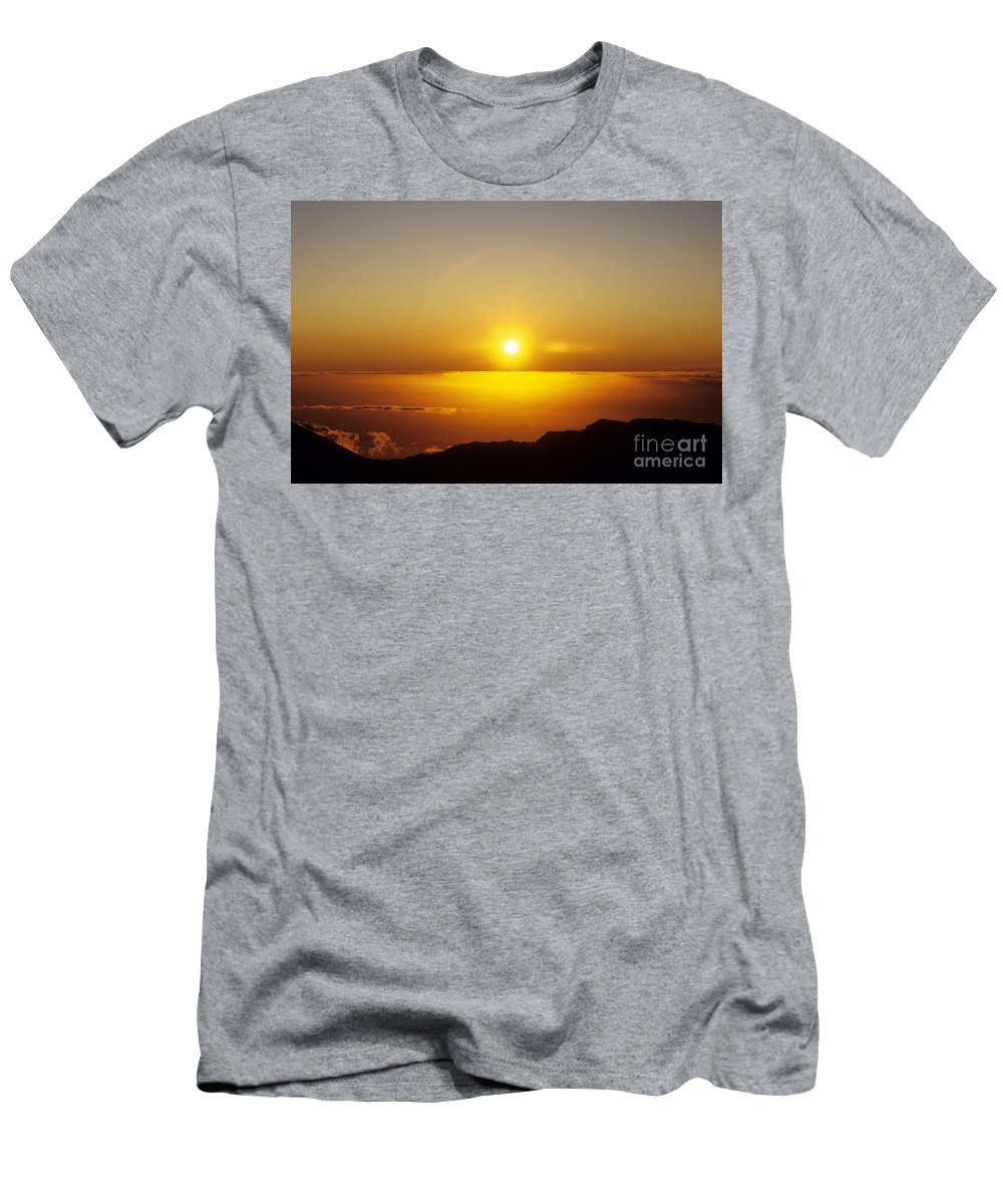 Above Men's T-Shirt (Athletic Fit) featuring the photograph Sunset On The Horizon by Carl Shaneff - Printscapes