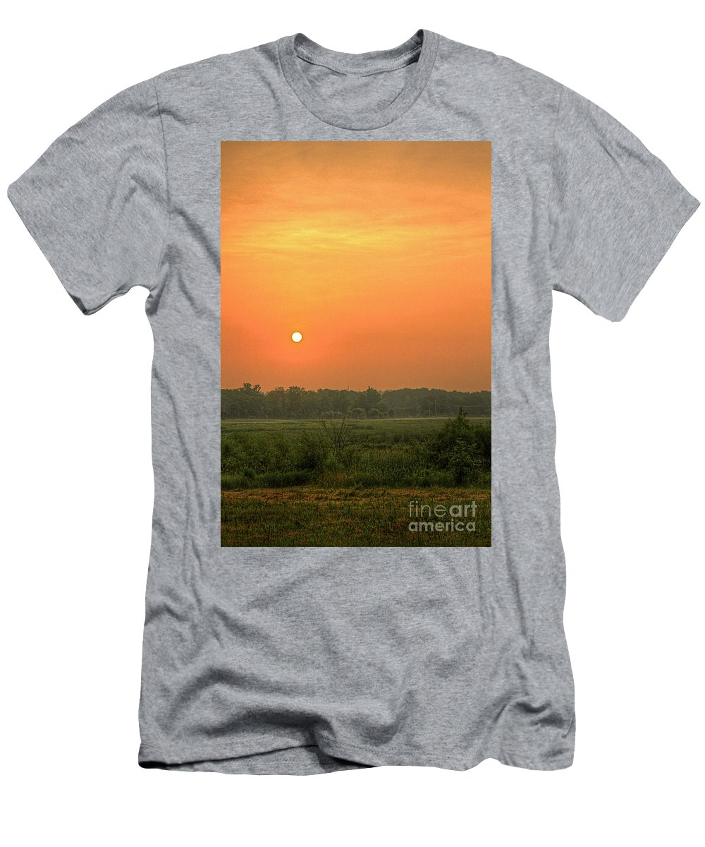 Sunrize Men's T-Shirt (Athletic Fit) featuring the photograph Take Warning by Robert Pearson