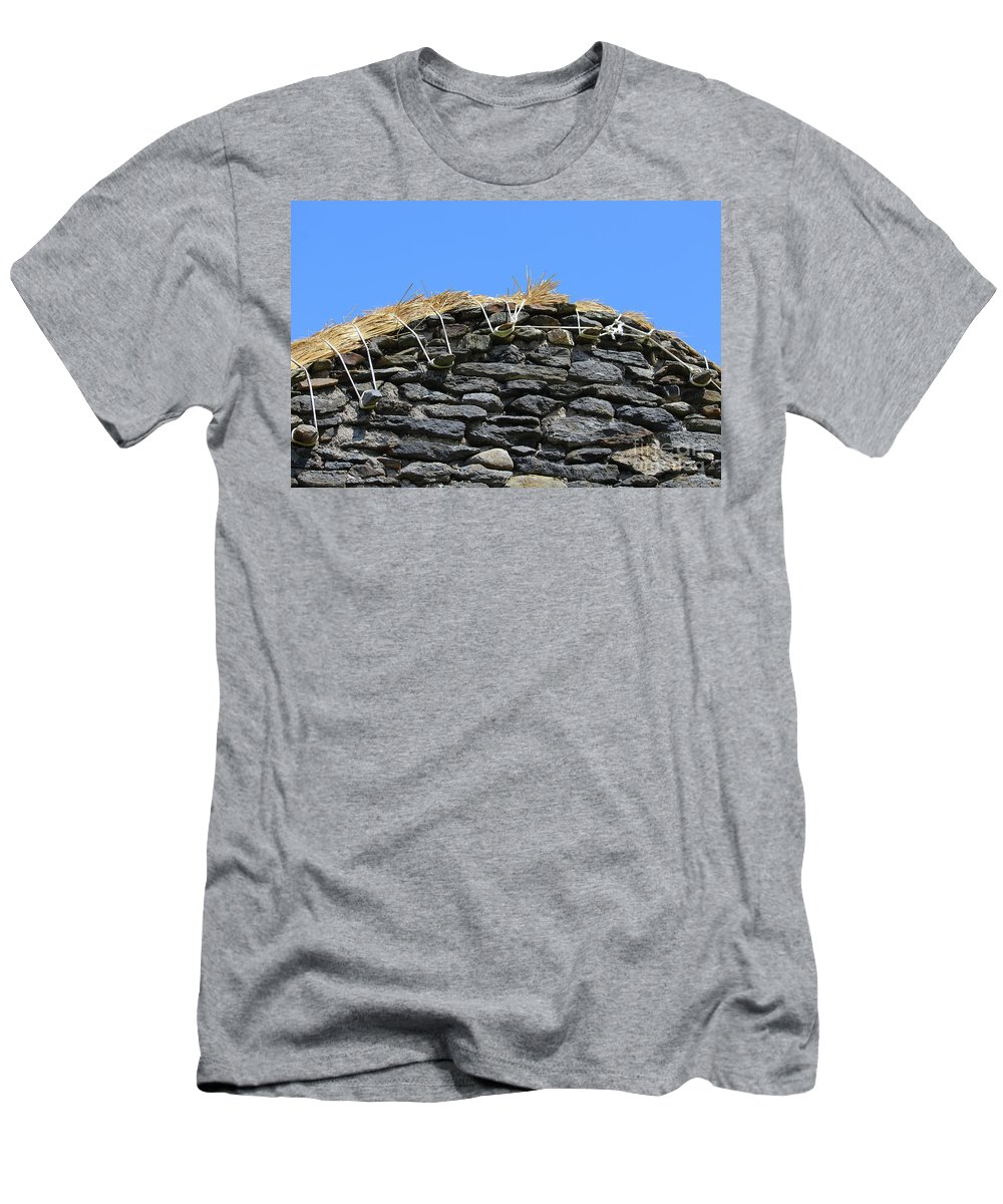 Thatched Men's T-Shirt (Athletic Fit) featuring the photograph Thatched Cottage Gable by Eddie Barron