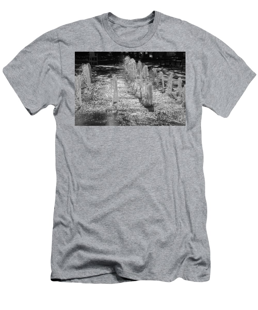Black And White Men's T-Shirt (Athletic Fit) featuring the photograph The Fountians Of Climatis by Rob Hans