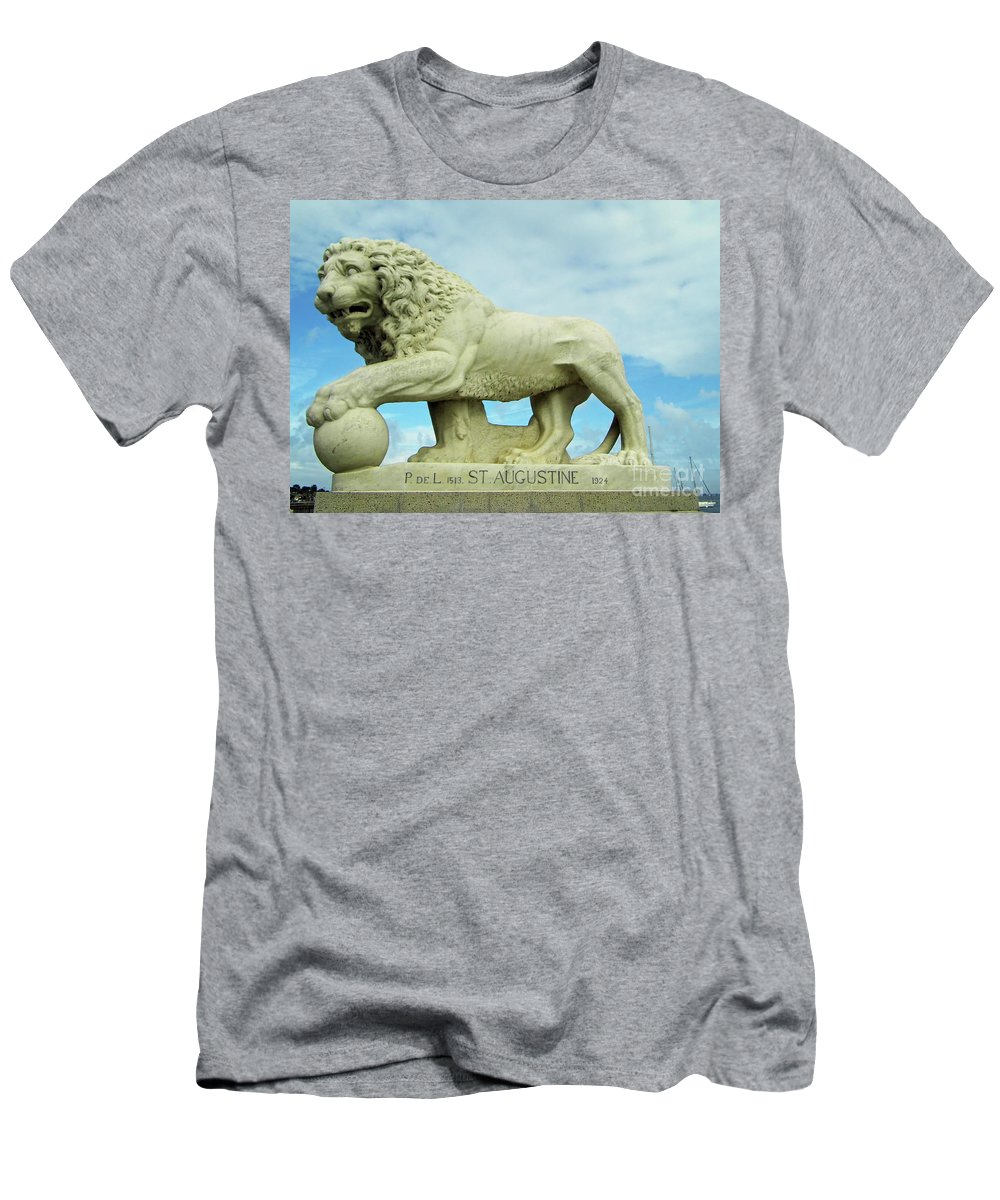 Statue Men's T-Shirt (Athletic Fit) featuring the photograph The Lion by D Hackett