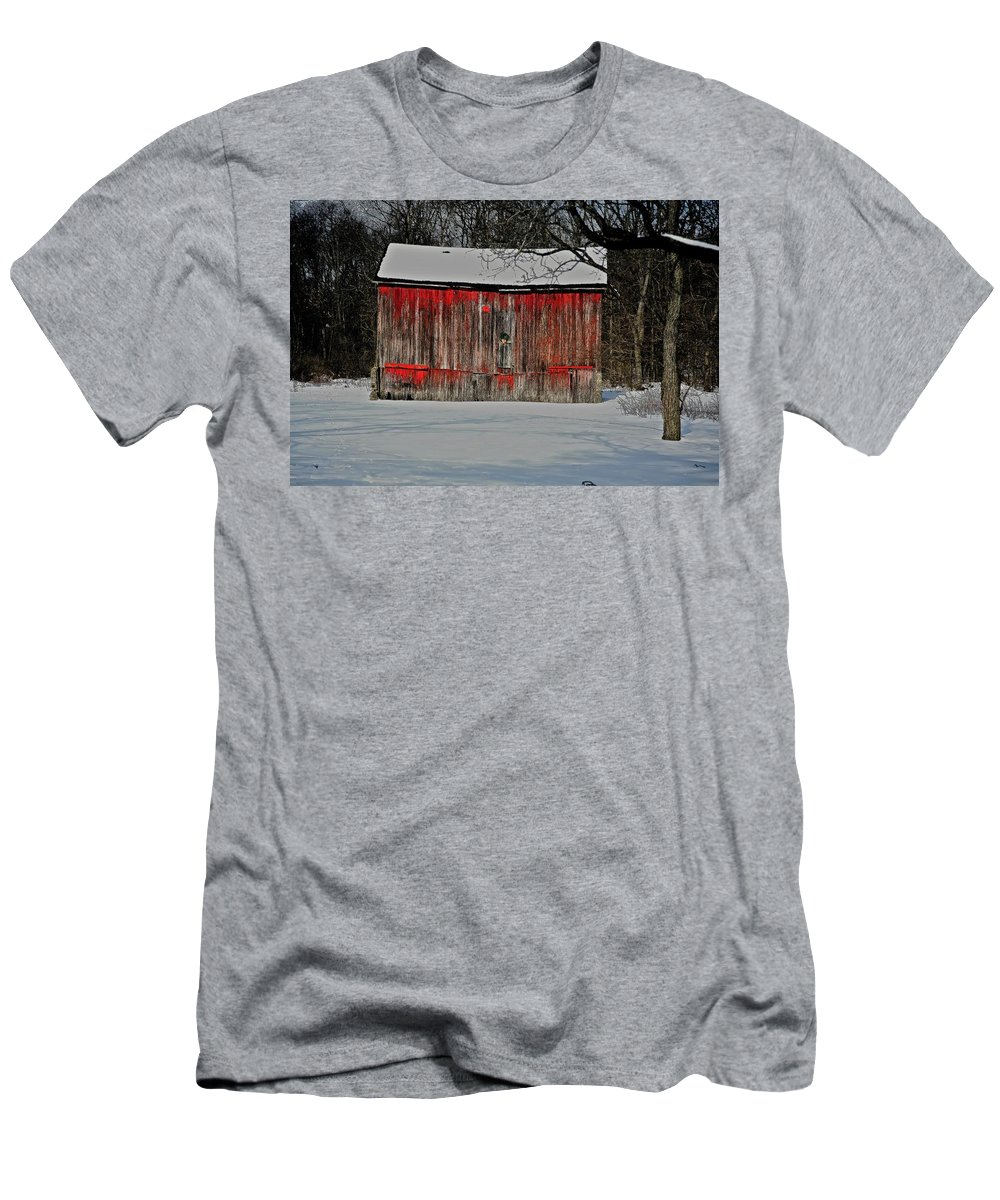 Old Men's T-Shirt (Athletic Fit) featuring the photograph The Old Weathered Barn by Robert Pearson