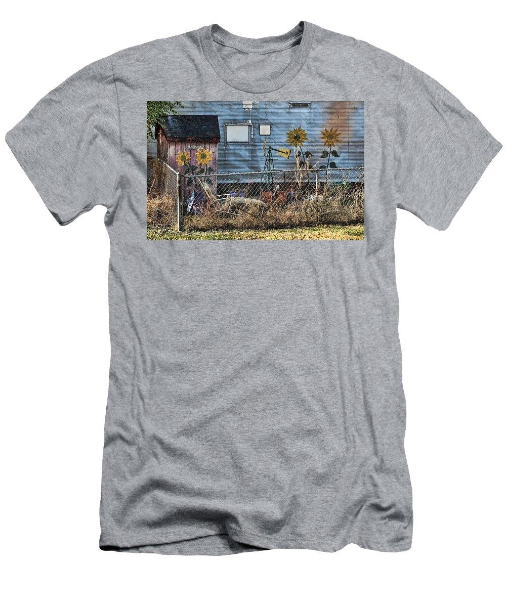 Trailer Men's T-Shirt (Athletic Fit) featuring the photograph Tin Art by Sheri Bartoszek