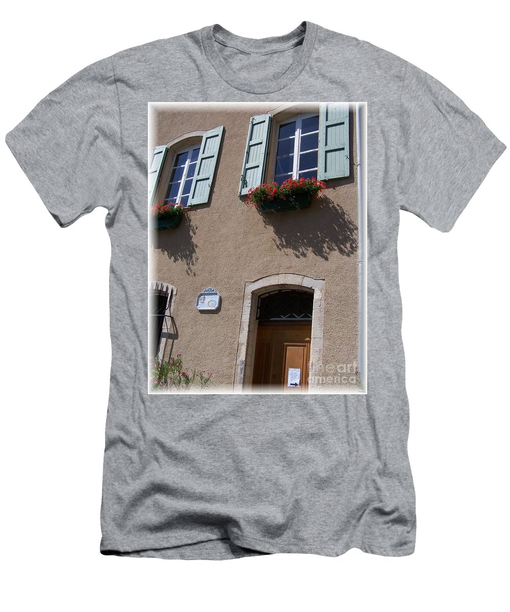 House Men's T-Shirt (Athletic Fit) featuring the photograph Un Maison by Nadine Rippelmeyer