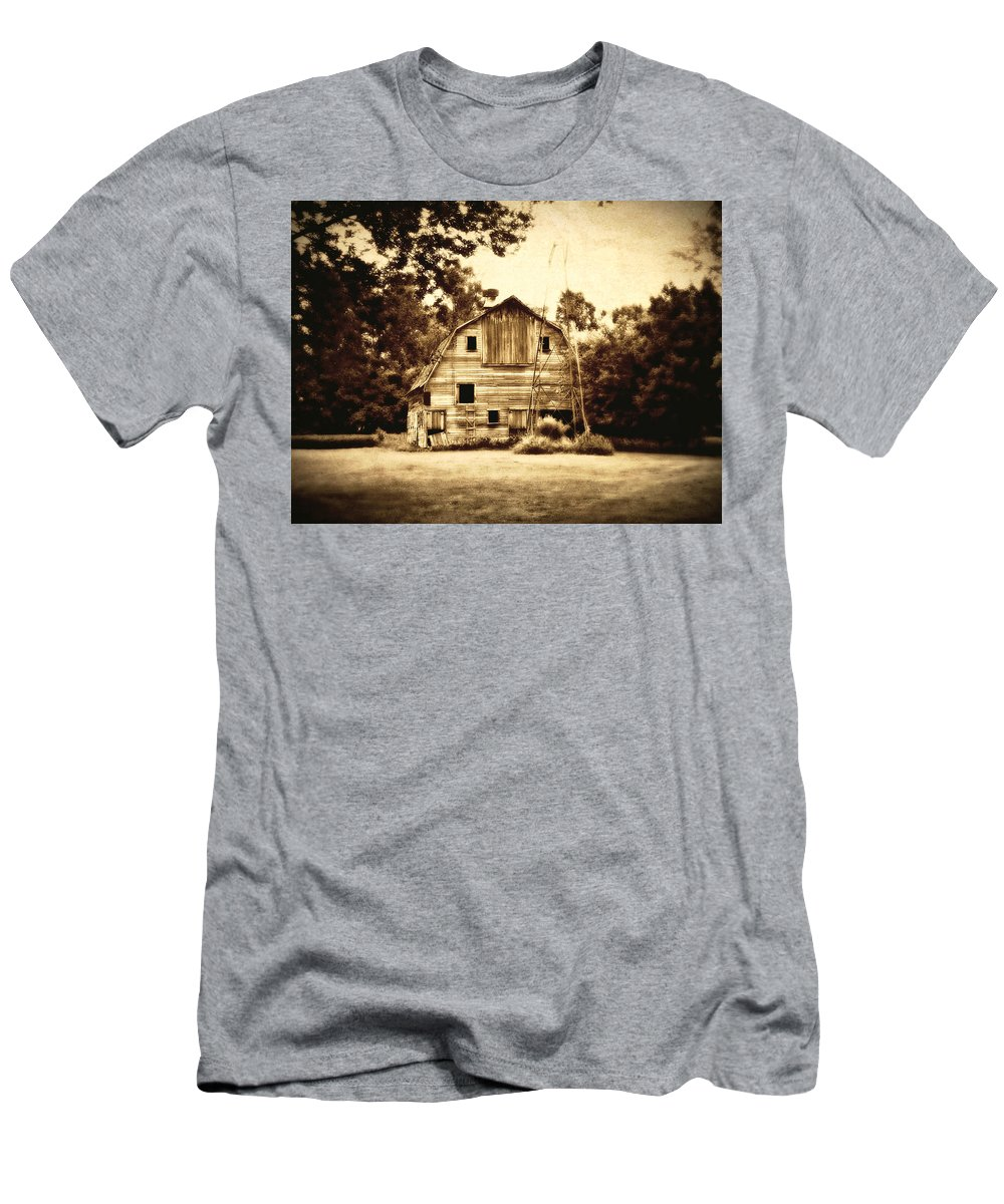 Barn Men's T-Shirt (Athletic Fit) featuring the photograph Waiting by Julie Hamilton