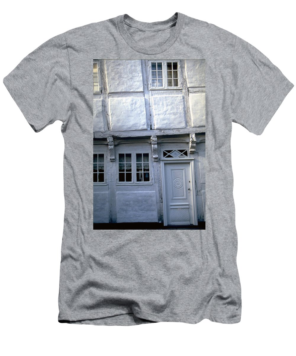 White House Men's T-Shirt (Athletic Fit) featuring the photograph White House by Flavia Westerwelle