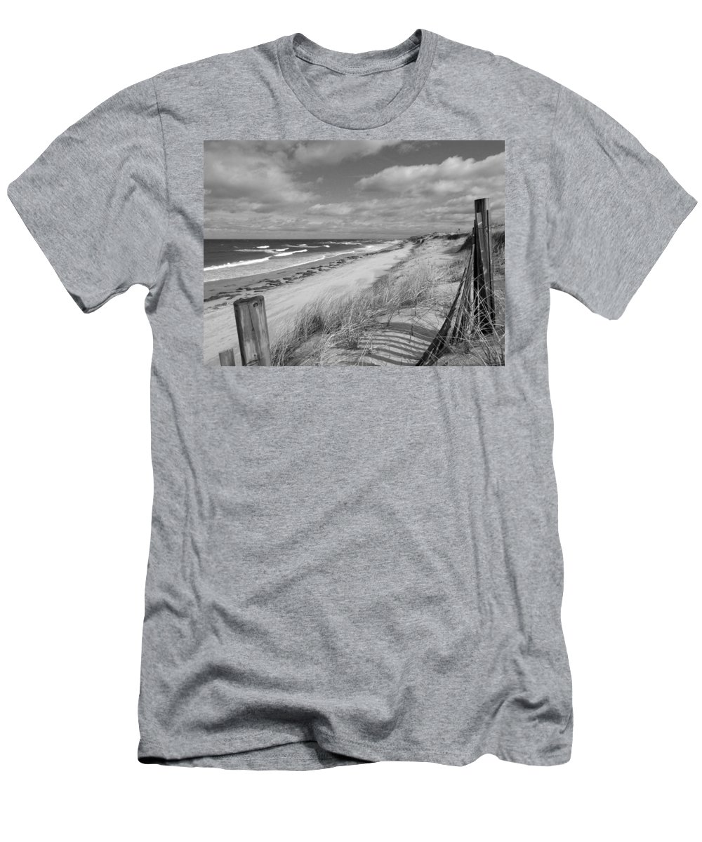 Cape Cod Men's T-Shirt (Athletic Fit) featuring the photograph Winter Beach View - Black And White by Dianne Cowen