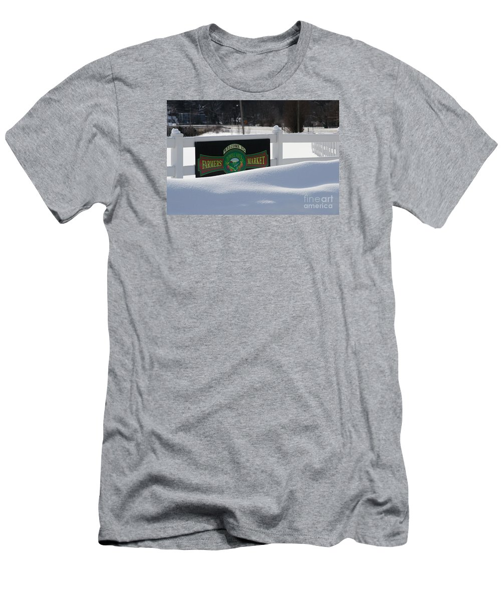 Farmers Market Men's T-Shirt (Athletic Fit) featuring the photograph Winter Break by Linda Shafer