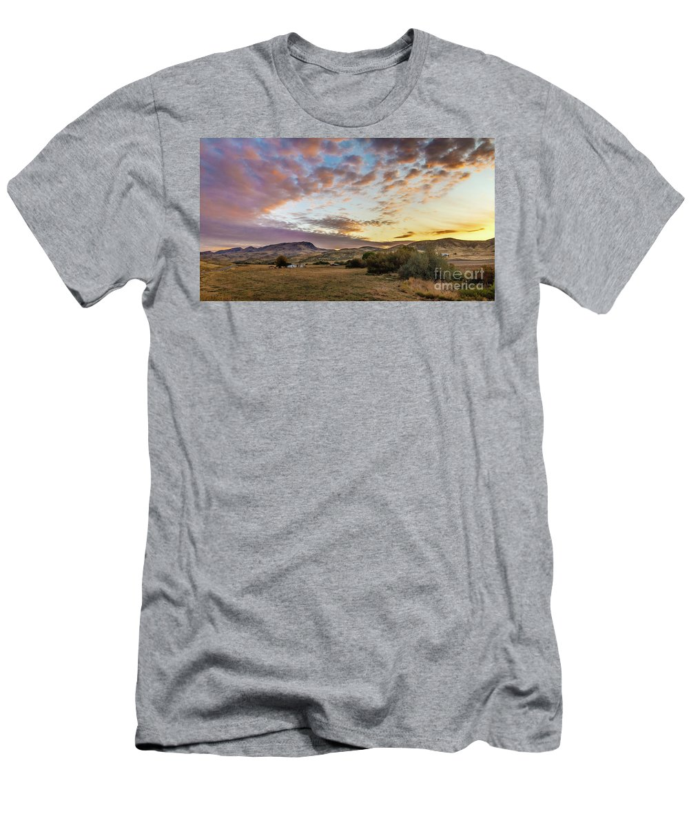Gem County Men's T-Shirt (Athletic Fit) featuring the photograph Wonderful Morning by Robert Bales