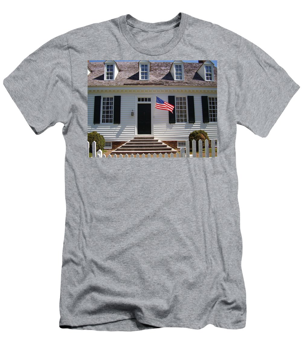 Yorktown Men's T-Shirt (Athletic Fit) featuring the photograph Yorktown II by Flavia Westerwelle