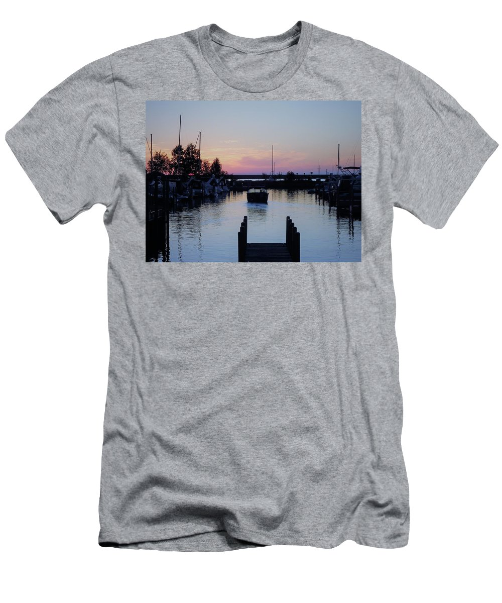 Boats Men's T-Shirt (Athletic Fit) featuring the photograph Calm Sunset Finish by Katherine Taibl