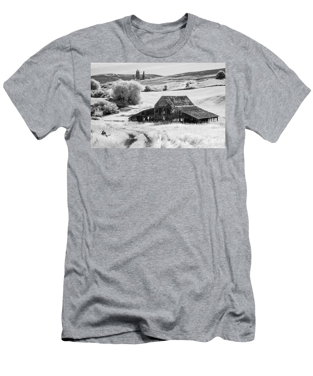Infra Men's T-Shirt (Athletic Fit) featuring the photograph Palouse Barn Ir 9305 by Bob Neiman