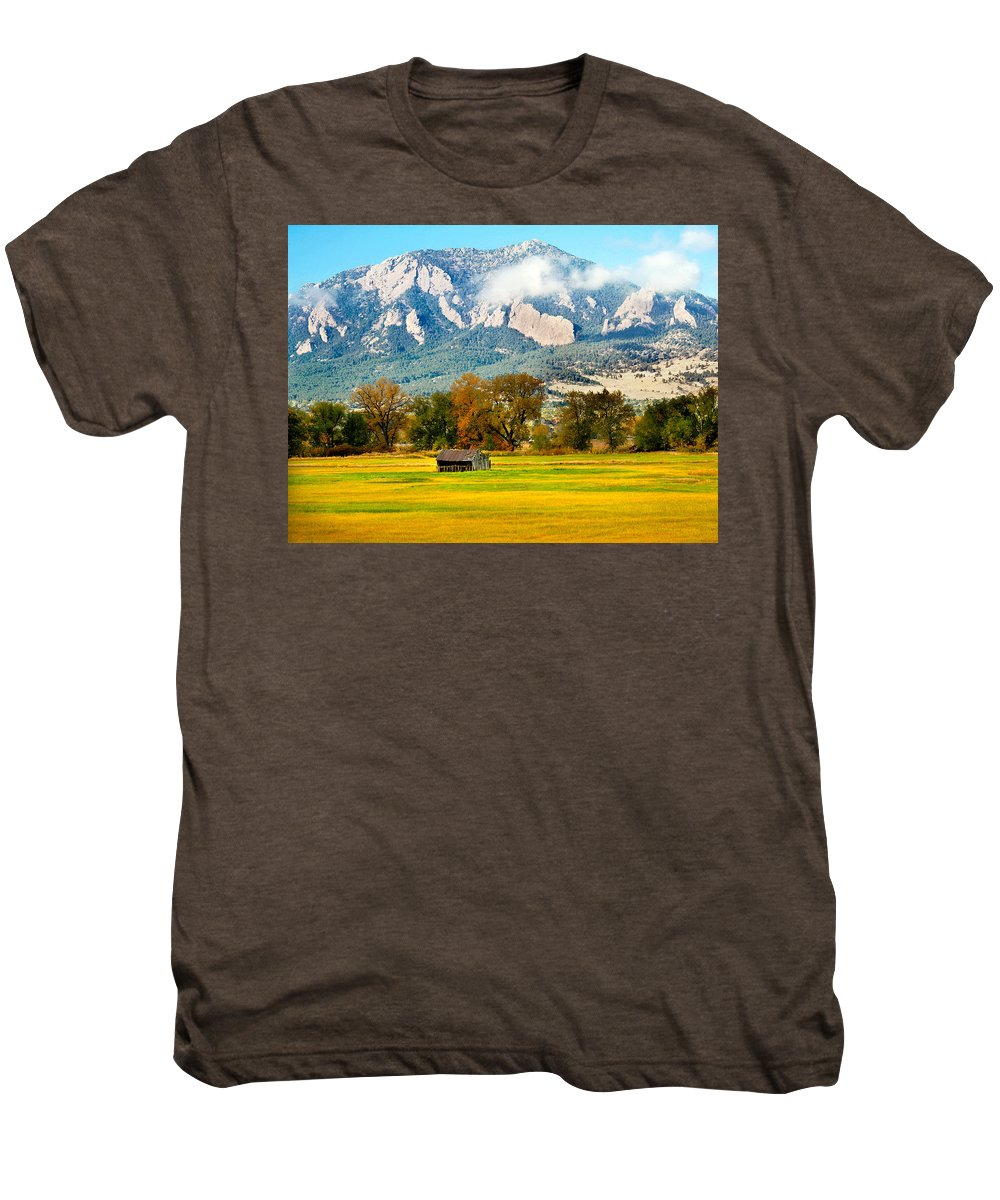 Rural Men's Premium T-Shirt featuring the photograph Old Shed by Marilyn Hunt