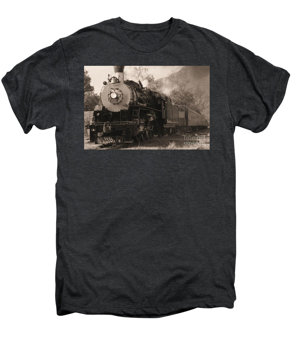 Trains Men's Premium T-Shirt featuring the photograph Coming Around The Mountain by Richard Rizzo