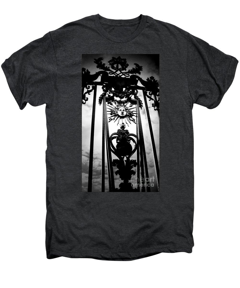 London Men's Premium T-Shirt featuring the photograph Palace Gate by Amanda Barcon