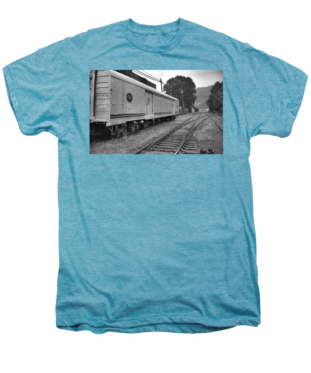 Trains Men's Premium T-Shirt featuring the photograph American Federail by Richard Rizzo
