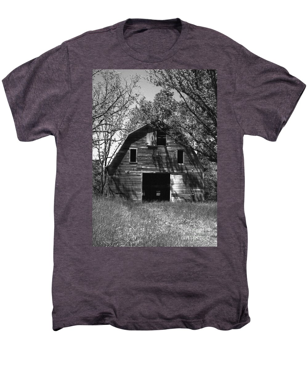 Barrns Men's Premium T-Shirt featuring the photograph Old Cedar Barn by Richard Rizzo