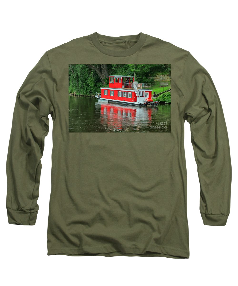 Boat Long Sleeve T-Shirt featuring the photograph Houseboat On The Mississippi River by Teresa Zieba