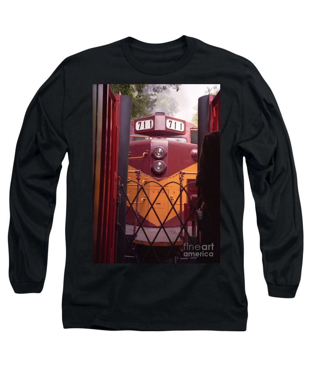 Trains Long Sleeve T-Shirt featuring the photograph Big Red by Richard Rizzo