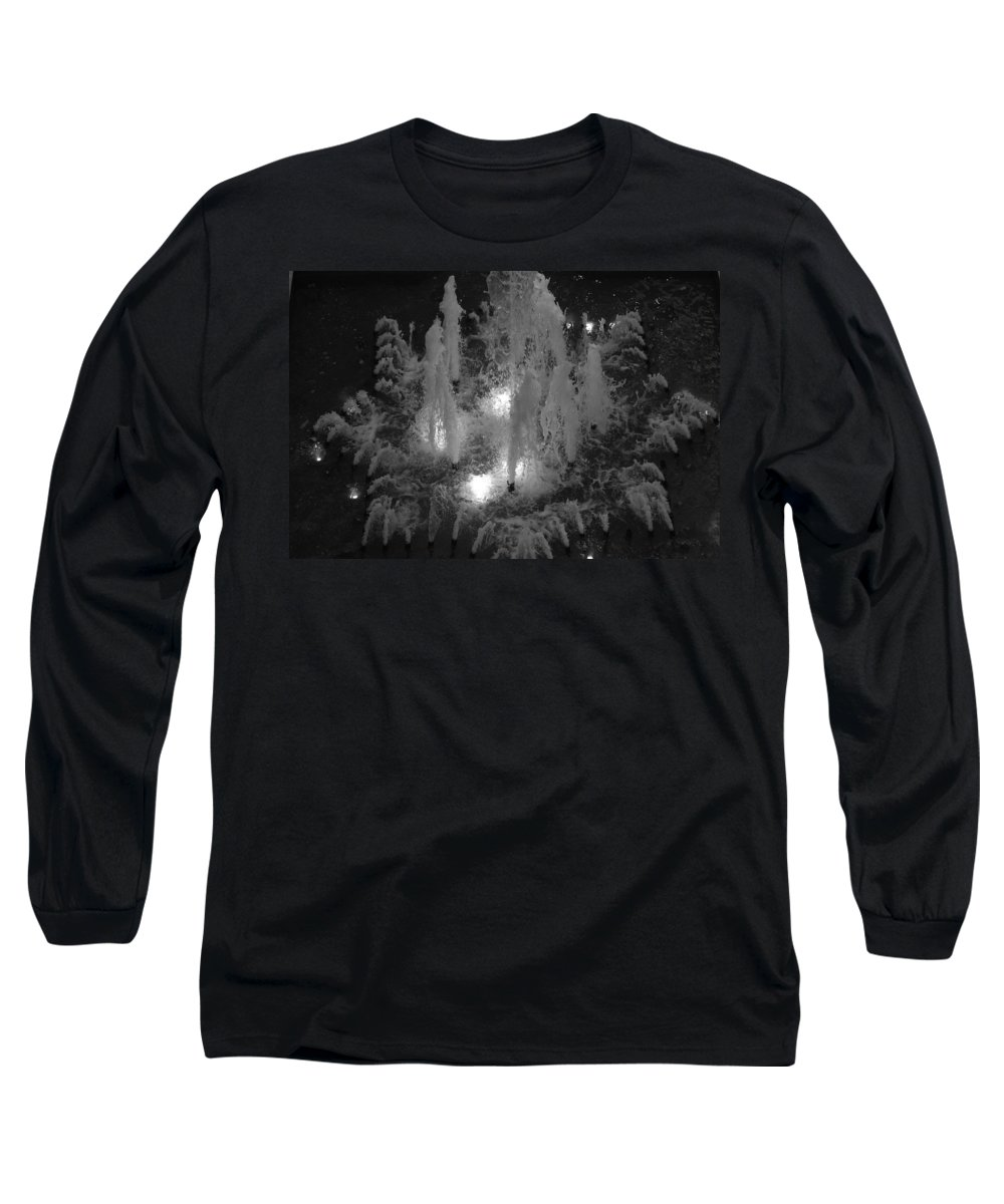 Fountian Long Sleeve T-Shirt featuring the photograph Lighted Star Fountian by Rob Hans