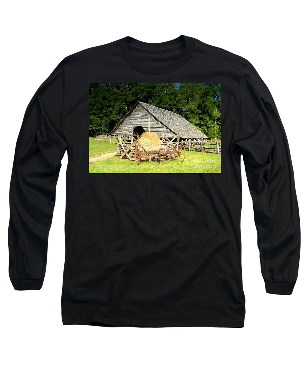 Smoky Mountains Long Sleeve T-Shirt featuring the photograph Smoky Mountain Farm by David Lee Thompson
