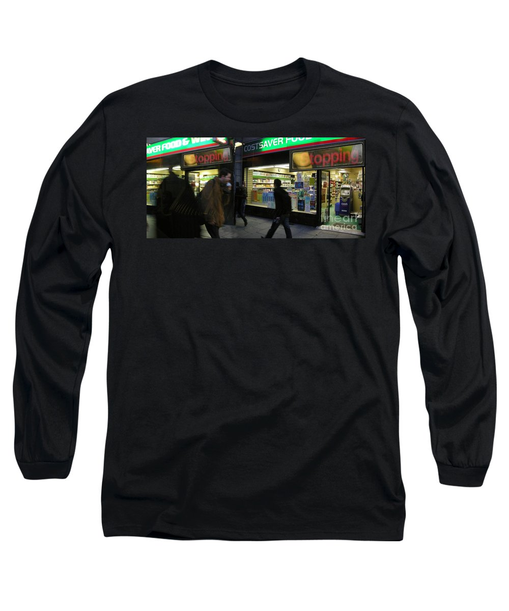 London Long Sleeve T-Shirt featuring the photograph Stopping by Ze DaLuz
