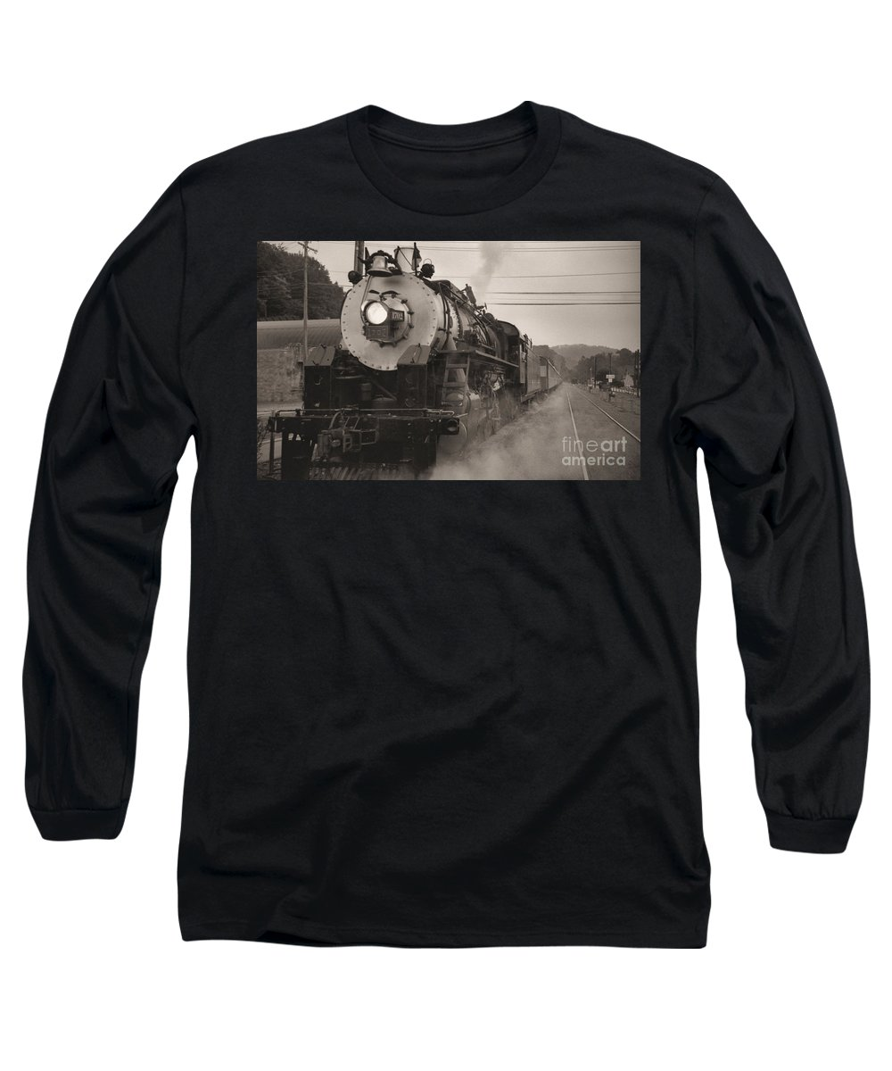 Trains Long Sleeve T-Shirt featuring the photograph The 1702 At Dillsboro by Richard Rizzo