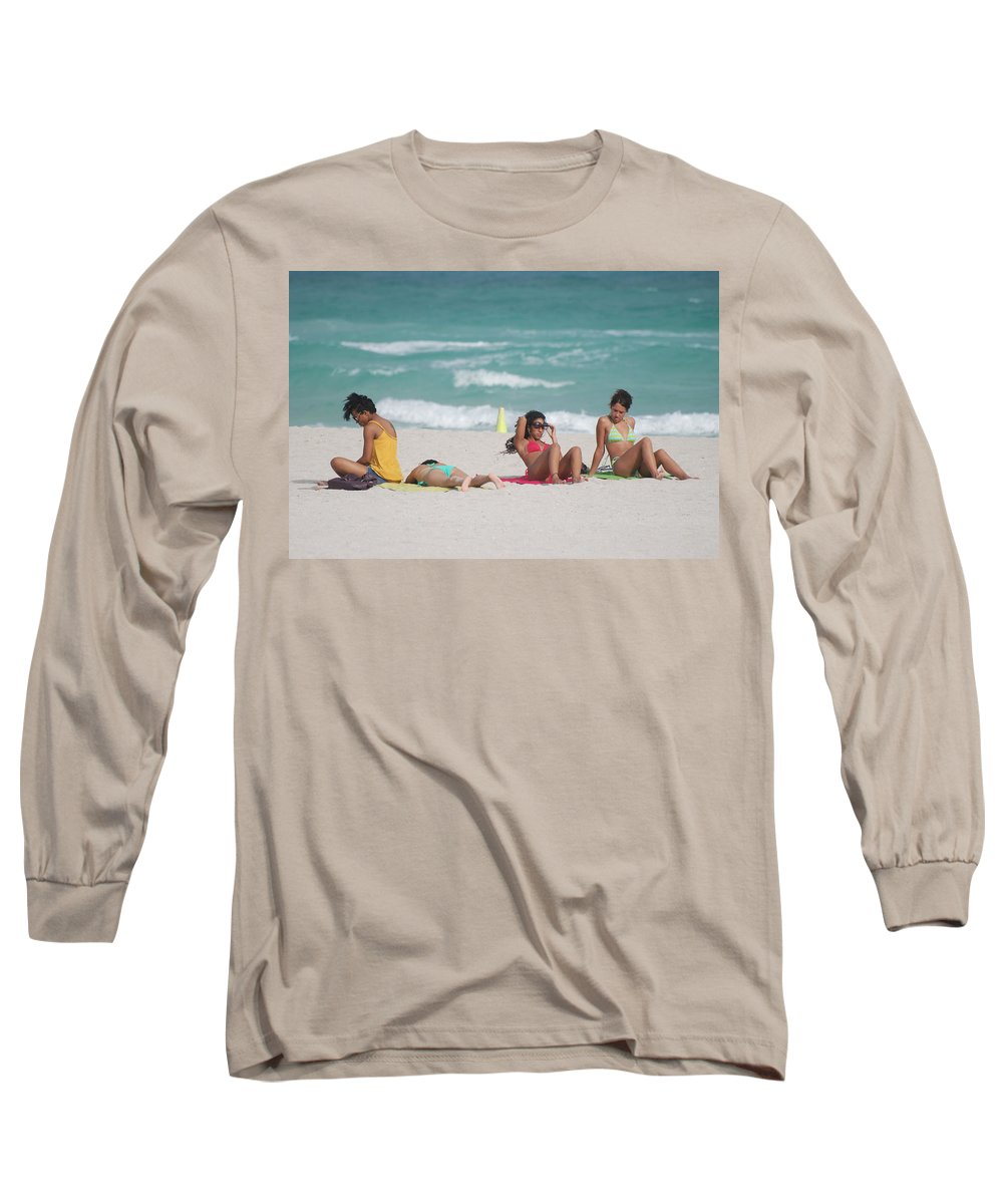 Sea Scape Long Sleeve T-Shirt featuring the photograph 3 Up 1 Down At The Beach by Rob Hans