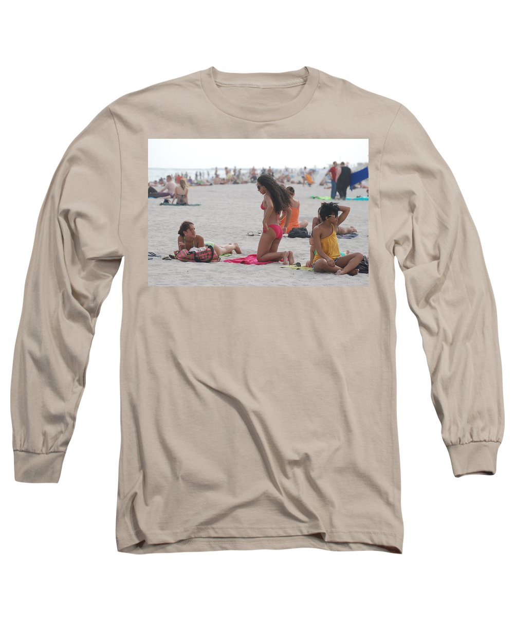 Girls Long Sleeve T-Shirt featuring the photograph At The Beach by Rob Hans