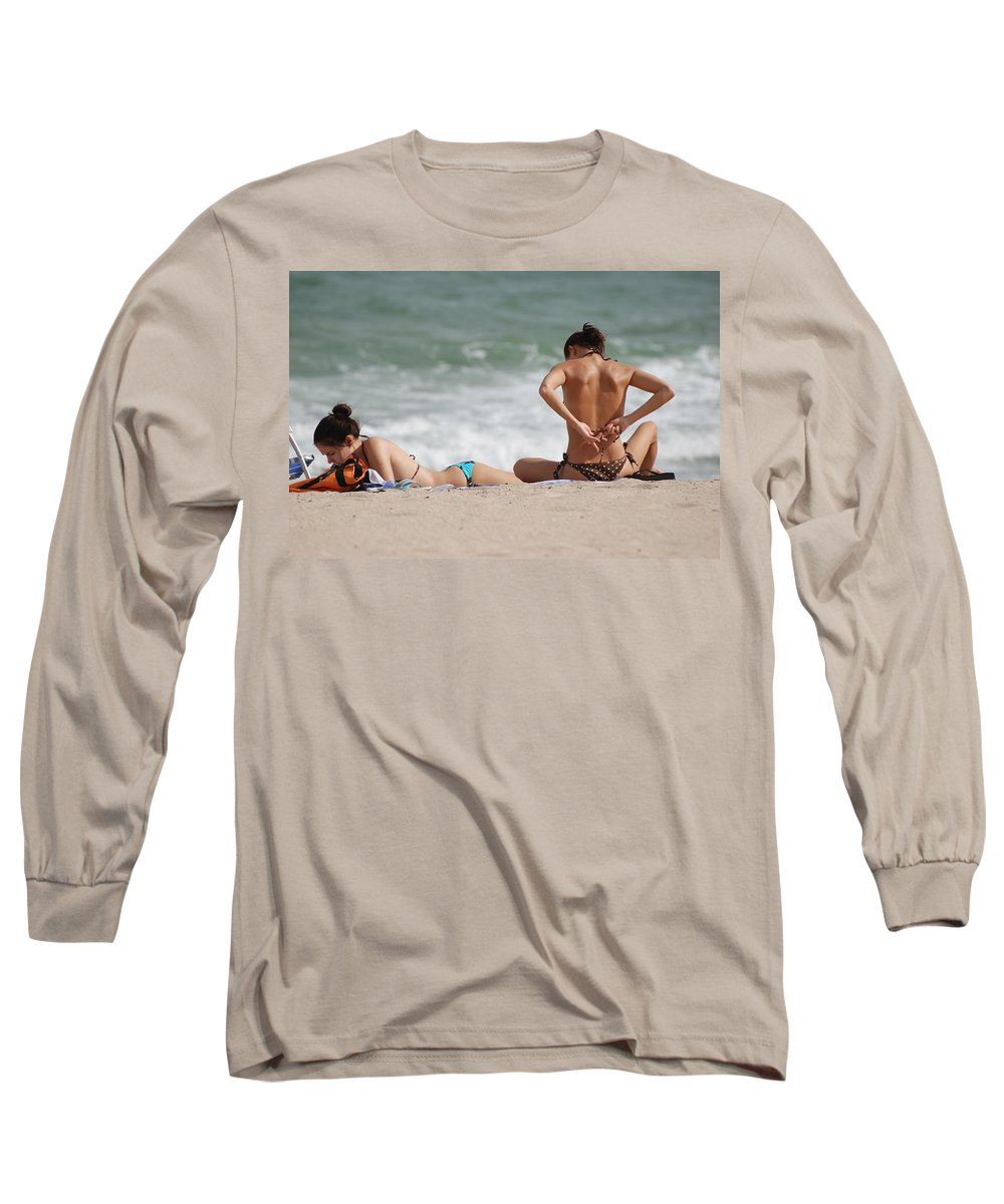 Sea Scape Long Sleeve T-Shirt featuring the photograph Reading And Bow Tie by Rob Hans