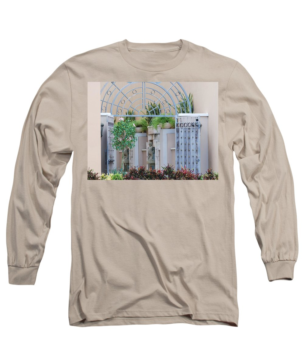 Architecture Long Sleeve T-Shirt featuring the photograph Seahorse Fountian by Rob Hans