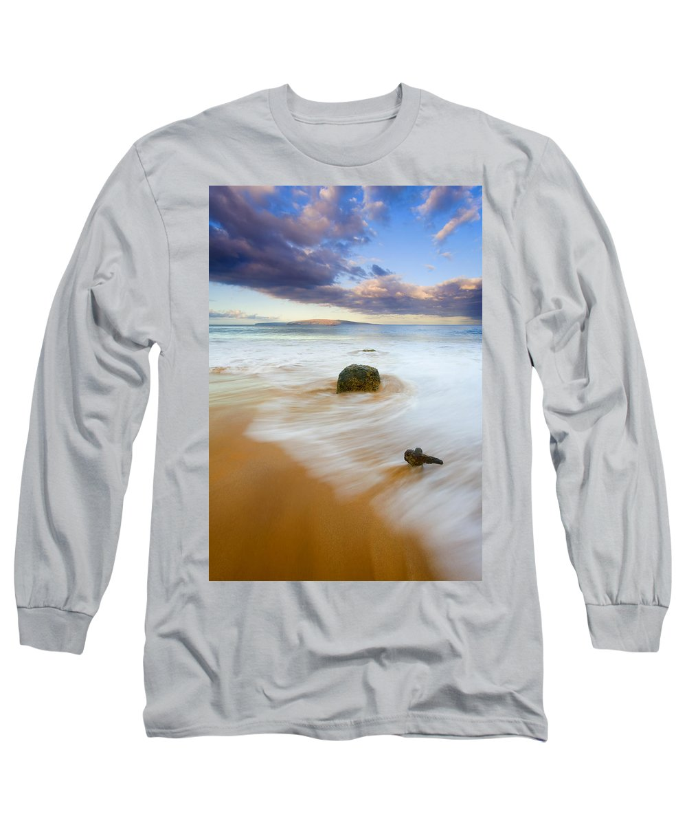 Maui Long Sleeve T-Shirt featuring the photograph Tied To The Past by Mike Dawson