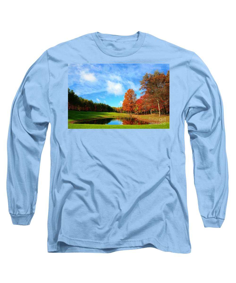 Golf Long Sleeve T-Shirt featuring the photograph 18th Hole Par3 by Robert Pearson