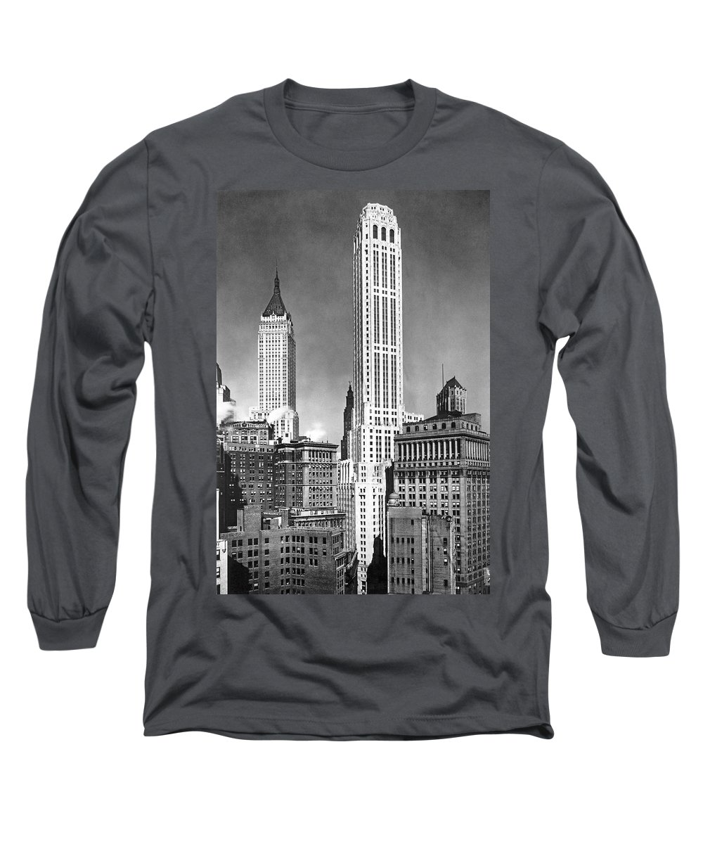 1932 Long Sleeve T-Shirt featuring the photograph The Farmers Trust Building by Underwood Archives