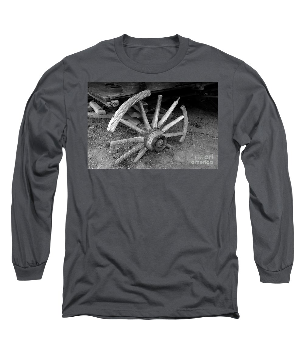 Wagon Wheel Long Sleeve T-Shirt featuring the photograph Broken Wheel by David Lee Thompson