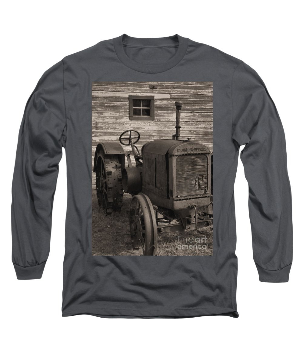 Abandoned Long Sleeve T-Shirt featuring the photograph The Old Mule by Richard Rizzo