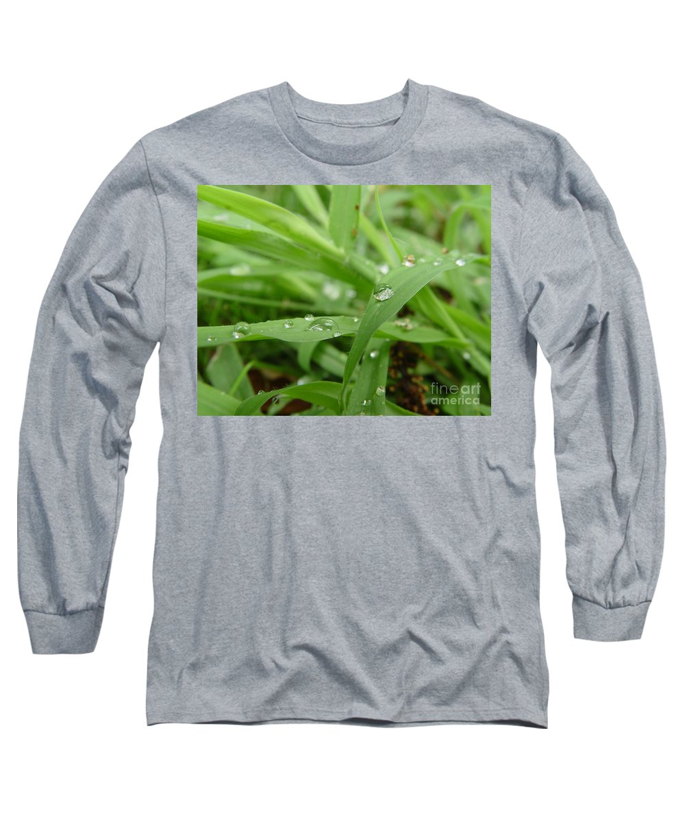 Water Droplet Long Sleeve T-Shirt featuring the photograph Droplets 02 by Peter Piatt