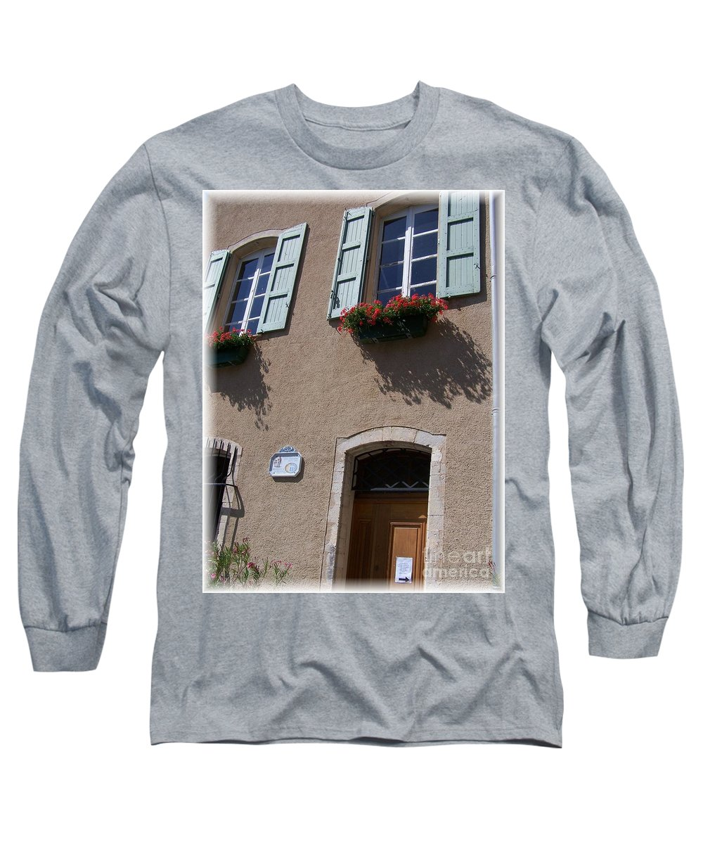 House Long Sleeve T-Shirt featuring the photograph Un Maison by Nadine Rippelmeyer