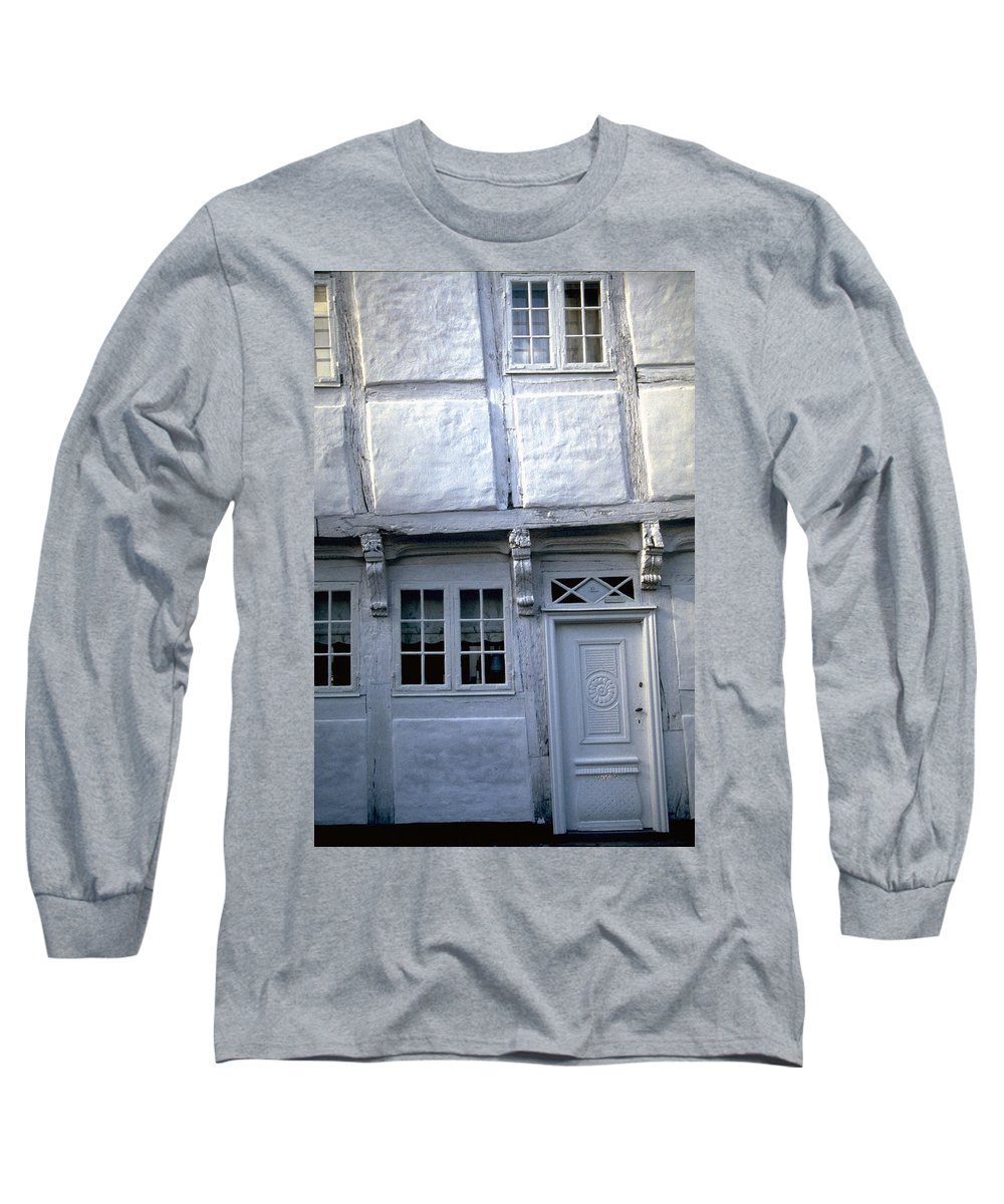 White House Long Sleeve T-Shirt featuring the photograph White House by Flavia Westerwelle