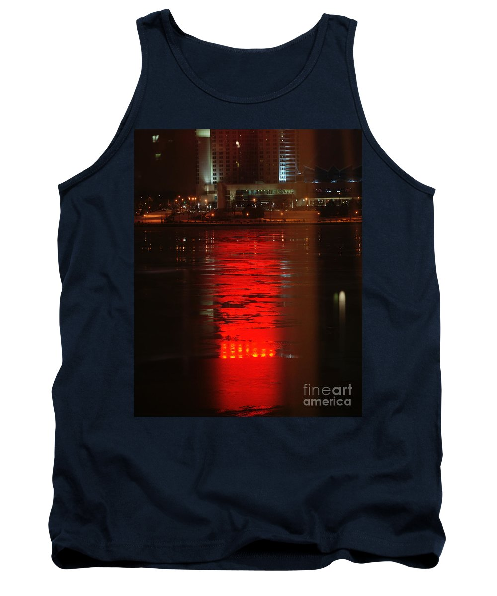 Winter Tank Top featuring the photograph Caesars Reflection by Linda Shafer