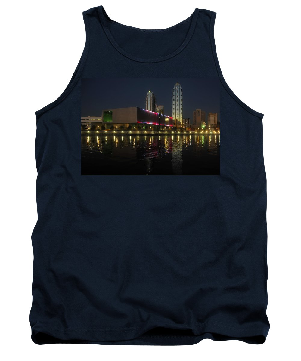 Tampa Museum Of Art Tank Top featuring the photograph A Night At The Museum by David Lee Thompson