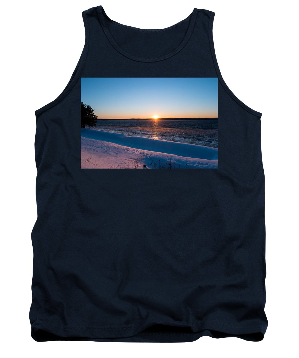 Wachusett Reservoir Tank Top featuring the photograph Fighting The Ice by Ronald Raymond