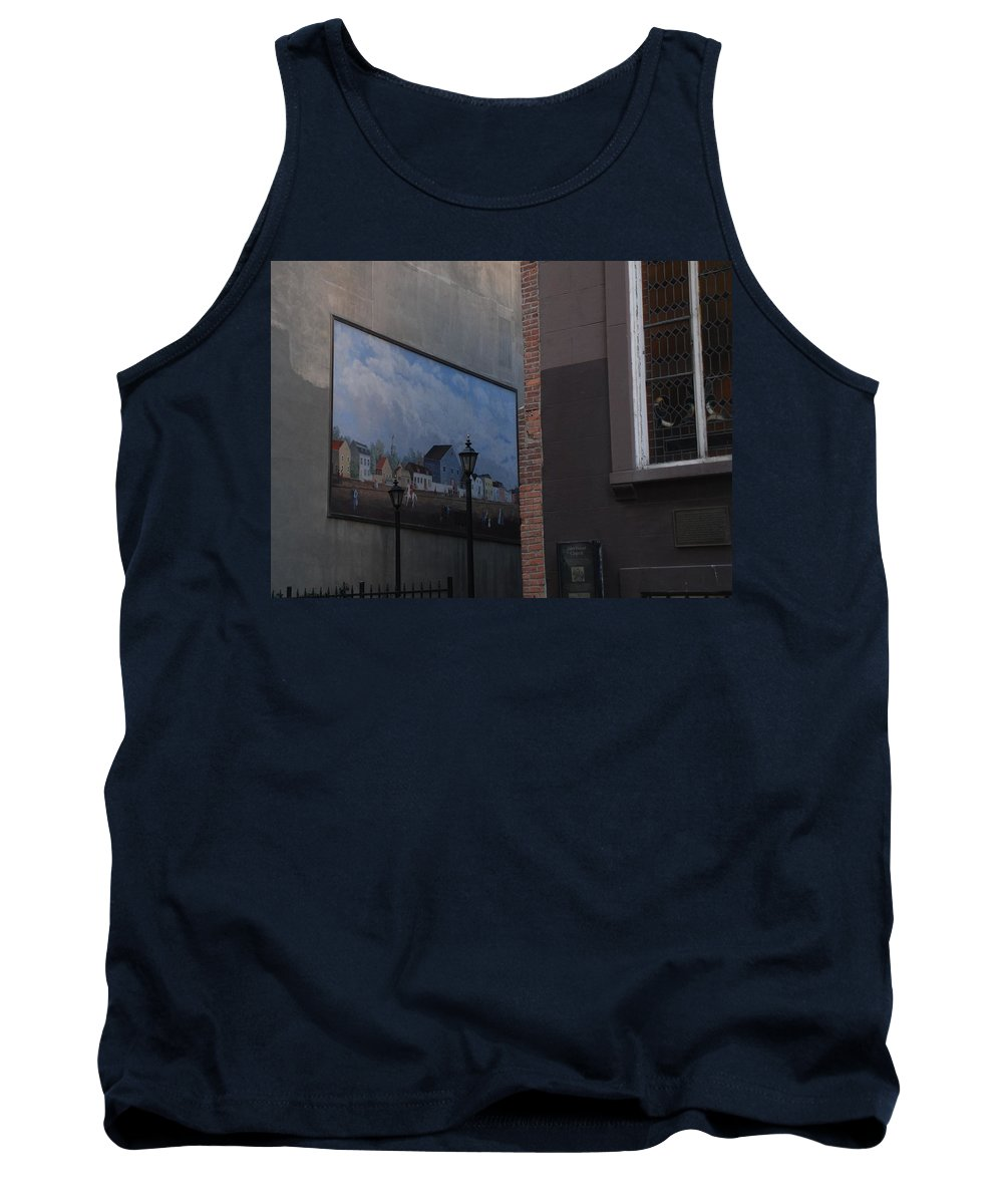 Street Scene Tank Top featuring the photograph Hanging Art In N Y C by Rob Hans